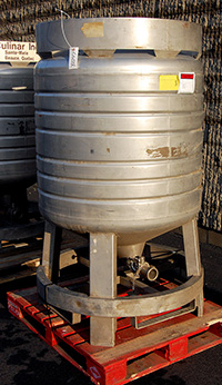 used 200 GALLON VERTICAL LIQUID STORAGE TANK / TOTE TANK, all STAINLESS STEEL, Alard item Y2247