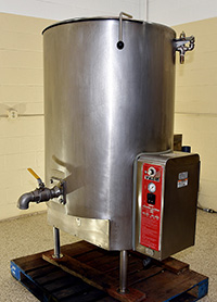 used VULCAN Model GT150E 150 gallon cooking kettle, self contained, gas-fired, stainless steel, with lid, Alard item Y3690