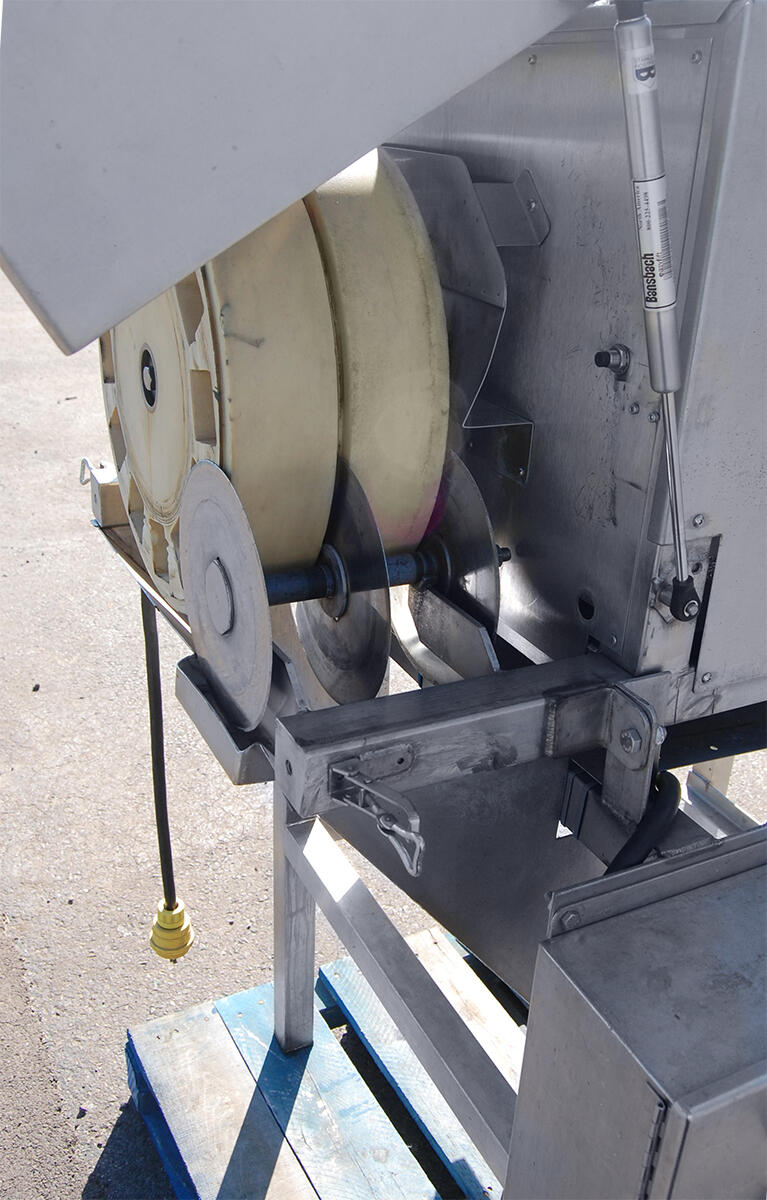 https://www.alard-equipment.com/mt/recent/images/y2012f_crop_email.jpg